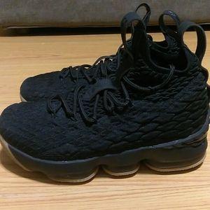 Nike Lebron 15 (XV) 'Black Gum' Boys 4Y
